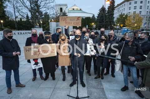 Konferencja parlamentarzystów Koalicji Obywatelskiej przed Strajkiem Kobiet w Warszawie
