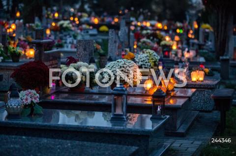 Rząd ogłosił zamknięcie cmentarzy w całej Polsce na Wszystkich Świętych