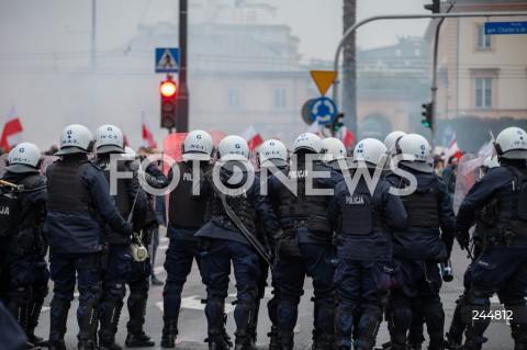 11.11.2020 WARSZAWA<br />MARSZ NIEPODLEGLOSCI<br />N/Z POLICJA PILNUJACA MARSZU<br />