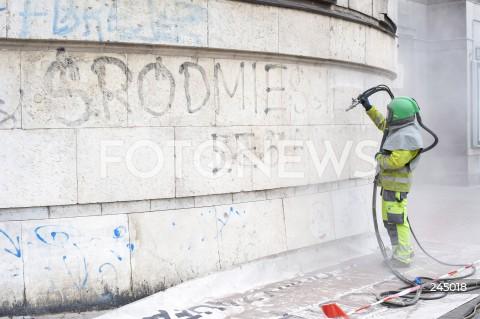 Oczyszczanie murów z graffiti w Warszawie
