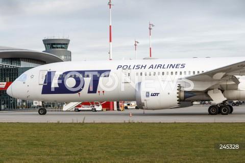 Pięć samolotów Boeing 787 Dreamliner Polskich Linii Lotniczych LOT zostało przebazowanych na zimę do Portu Lotniczego Rzeszów-Jasionka