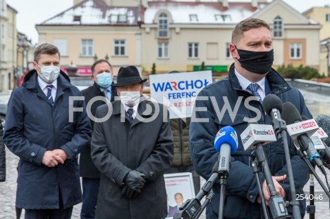 Waldemar Kotula zrezygnował ze startu w wyborach na prezydenta Rzeszowa i poparł kandydaturę Marcina Warchoła - konferencja w Rzeszowie