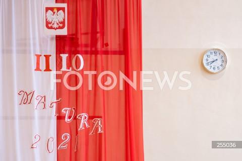 04.05.2021 GDANSK<br />PIERWSZY DZIEN MATUR W GDANSKU<br />EGZAMIN Z JEZYKA POLSKIEGO<br />N/Z FLAGA POLSKI MATURA 2021 ZEGAR<br />