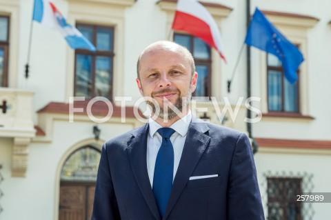 Konferencja prezydenta elekta Konrada Fijołka w Rzeszowie