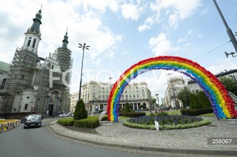 30.06.2021 WARSZAWA<br />PLAN ZDJECIOWY FILMU KRYPTONIM POLSKA<br />N/Z TECZA LGBT NA PLACU ZBAWICIELA<br />
