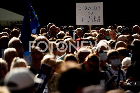 19.07.2021 GDANSK<br />WIEC DONALDA TUSKA W GDANSKU<br />N/Z TLUM PODCZAS WIECU TRANSPARENT STAWIAM NA TUSKA<br />