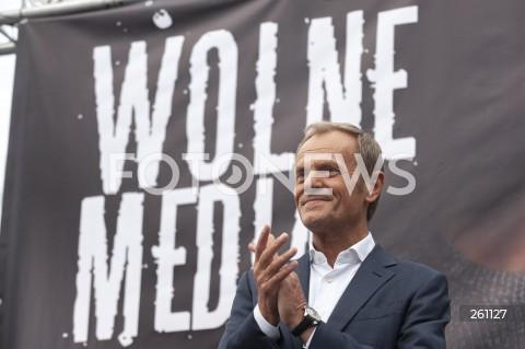 Protest w obronie wolnych mediów i stacji TVN przed Sejmem w Warszawie