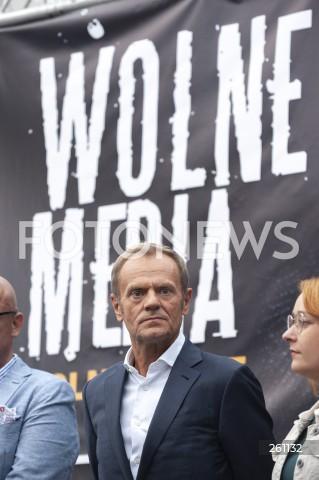 10.08.2021 WARSZAWA<br />PROTEST W OBRONIE WOLNYCH MEDIOW LEXTVN PRZED SEJMEM W WARSZAWIE<br />N/Z DONALD TUSK<br />
