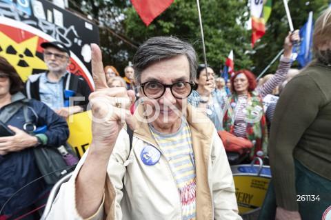10.08.2021 WARSZAWA<br />PROTEST W OBRONIE WOLNYCH MEDIOW LEXTVN PRZED SEJMEM W WARSZAWIE<br />N/Z UCZESTNICY WYDARZENIA<br />