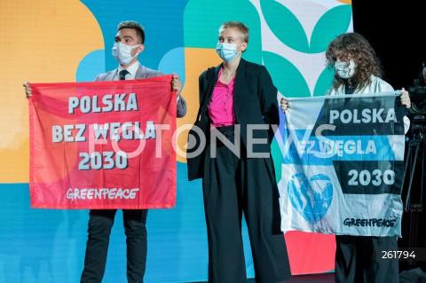 04.09.2021 WARSZAWA<br />PIERWSZY KONGRES RUCHU POLSKA 2050<br />N/Z GREENPEACE TRANSPARENT PROTEST POLSKA BEZ WEGLA 2030<br />