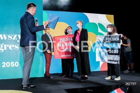 04.09.2021 WARSZAWA<br />PIERWSZY KONGRES RUCHU POLSKA 2050<br />N/Z GREENPEACE TRANSPARENT PROTEST POLSKA BEZ WEGLA 2030 SZYMON HOLOWNIA<br />