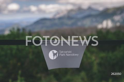 05.09.2021 TATRY <br />TATRZANSKI PARK NARODOWY <br />N/Z NAPIS BARIERKA OGRANICZENIE NA SZLAKU NIE PRZEKRACZAC LOGO TATRZANSKI PARK NARODOWY TPN <br />