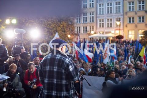 10.10.2021 GDANSK<br />PROTEST ZOSTAJE W UNII - ZORGANIZOWANY PO WYROKU TYBUNALU KONSTYTUCYJNEGO<br />N/Z LECH WALESA TLUM MANIFESTUJACYCH<br />