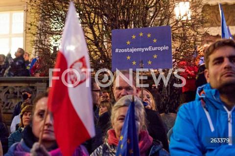 10.10.2021 GDANSK<br />PROTEST ZOSTAJE W UNII - ZORGANIZOWANY PO WYROKU TYBUNALU KONSTYTUCYJNEGO<br />N/Z #ZOSTAJEMYWEUROPIE FLAGA POLSKI<br />