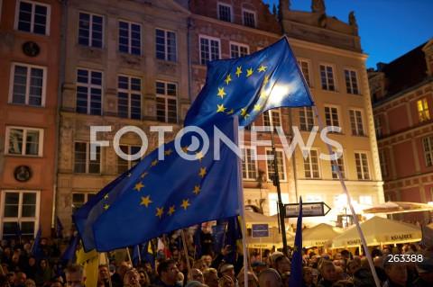 10.10.2021 GDANSK<br />PROTEST ZOSTAJE W UNII - ZORGANIZOWANY PO WYROKU TYBUNALU KONSTYTUCYJNEGO<br />N/Z FLAGA UNII EUROPEJSKIEJ<br />